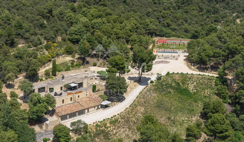 Property with pool Lourmarin