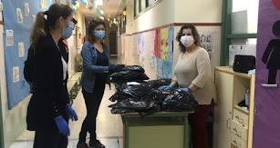 Preparación del material en uno de los centros educativos.