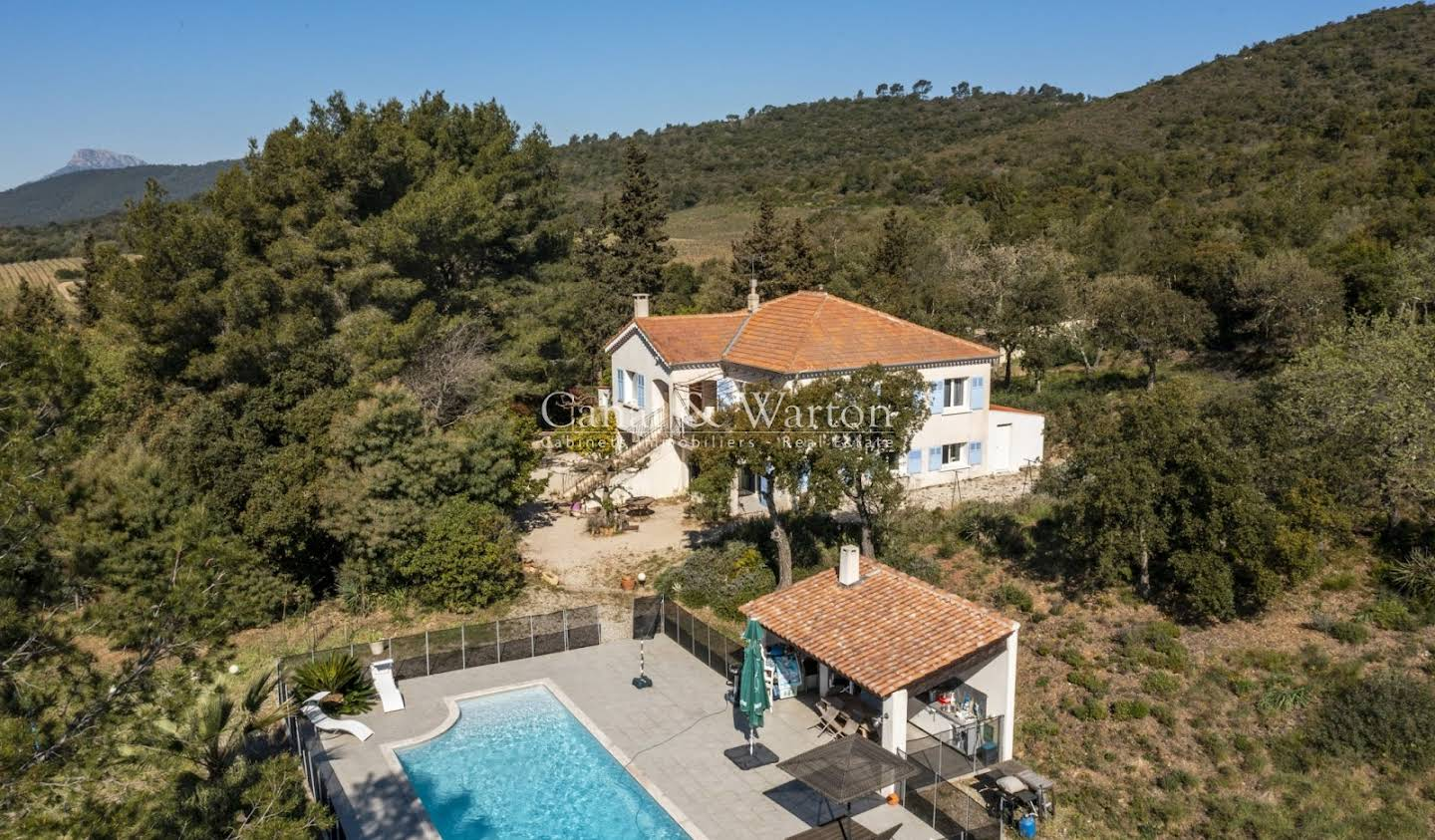 Villa with pool and terrace Hyeres