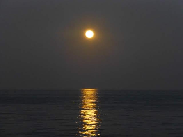 Luna en la noche de Carboneras.- Almería - Anadalucía (España)