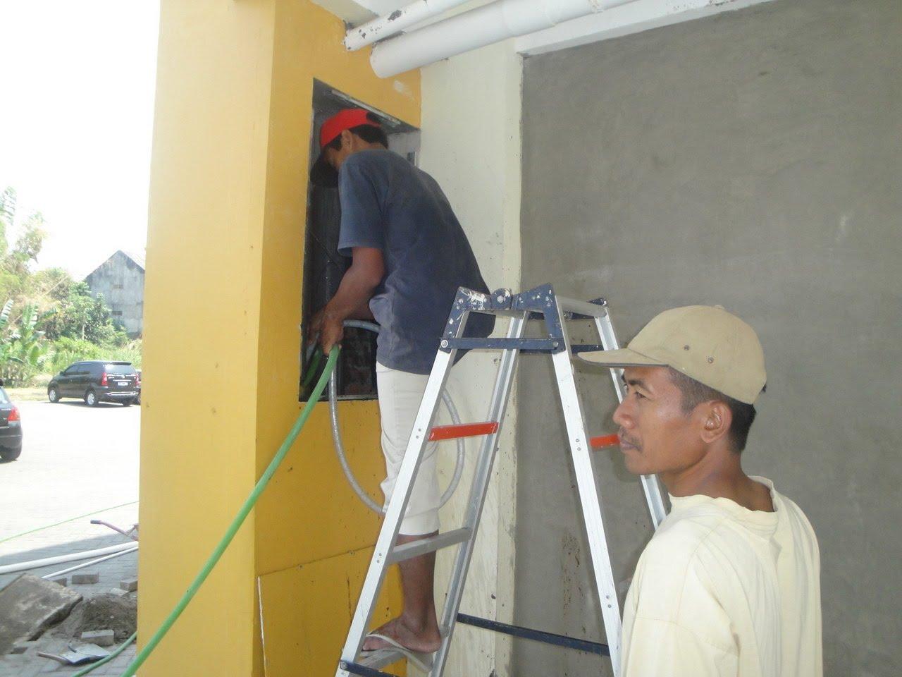 rusunawa sleman : perbaikan saluran wc penghuni yang tersumbat 2