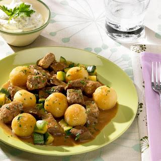 Schlemmergulasch mit Mini-Kartoffelknödel
