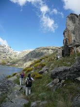 Photo: A la derecha buena zona de escalada junto a la Laguna del Duque
