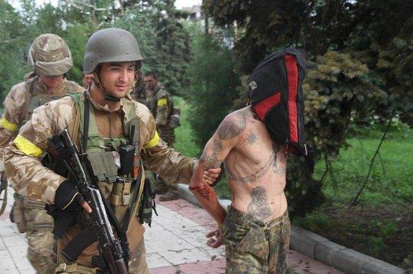 Военные ведут ппенных в Дзержинске