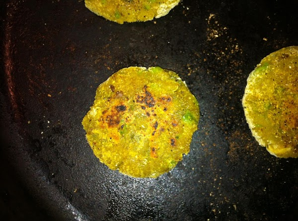 Once the patties have cooked well, serve immediately and hot with ketchup or mint...