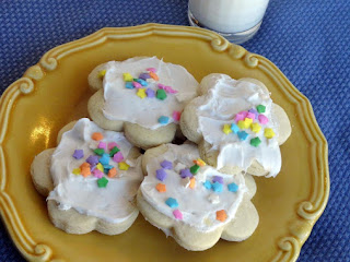 Aunt Gail's Sour Cream Sugar Cookies Recipe