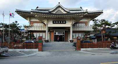 Photo: That is Gangam Calligraphy Museum. Admission, free. Another good place to rest our feet.