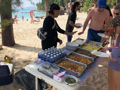 Eat lunch on Koh Mai Phai (Bamboo Island)