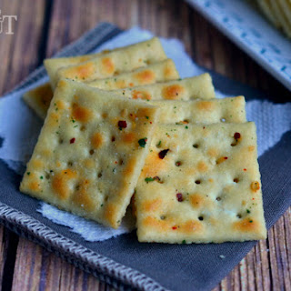 {Easy} Spicy Ranch Crackers.