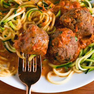 Zoodles with Turkey Meatballs in Roasted Red Pepper Sauce