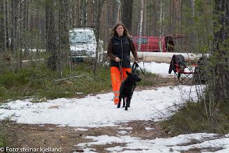 Photo: Vilma og Aina er klare for rundering. Prøver du å jukse, Vilma?