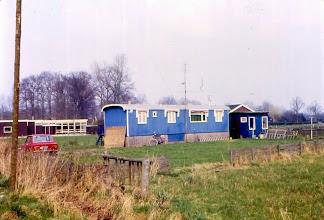 Photo: Woonwagen Kroes, vlak bij kleuterschool