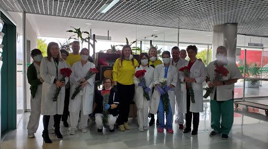Flores para el hospital: la donación de una empresa almeriense en El Toyo