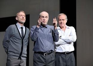 Photo: Wien/ Theater in der Josefstadt: KAFKA - EIN PROJEKT VON ELMAR GOERDEN. Premiere 25.4.2015. Regie: Elmar Goerden. Andre Pohl, Peter Kremer, Toni Slama. Foto: Barbara Zeininger