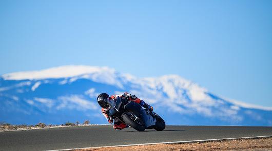Un año más el mundial de motociclismo se prepara en el Circuito Costa de Almería