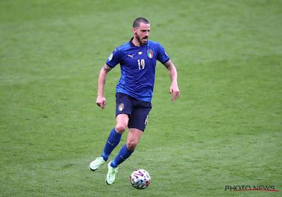 Dan haal je eens de finale van het EK: steward denkt dat vierende Bonucci een fan is en wil hem naar de tribune sturen