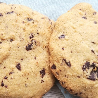 Healthy Chocolate Chip Cookies (dairy free, gluten free, sugar free).