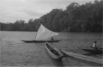 """Photo: """"Potrillo a vela"""" . Imagen en alta resolución .... . Gracias a la colaboración y envío (Oct. 25, 2009), que agradecemos,  de la Biblioteca de la Universidad de los Andes en donde, por donación, se encuentran digitalizadas todas las fotografías tomadas por  ROBERT WEST* en el Pacífico Colombiano.  Fuente primaria: Robert West, http://robertwest.uniandes.edu.co/ Para ampliarla, click en pantalla completa,  a la izquierda."""