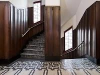 trappenhal met marmeren vloer