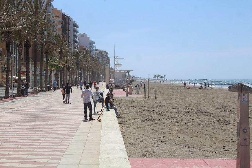 Disfrutando del Paseo Marítimo y de la playa.