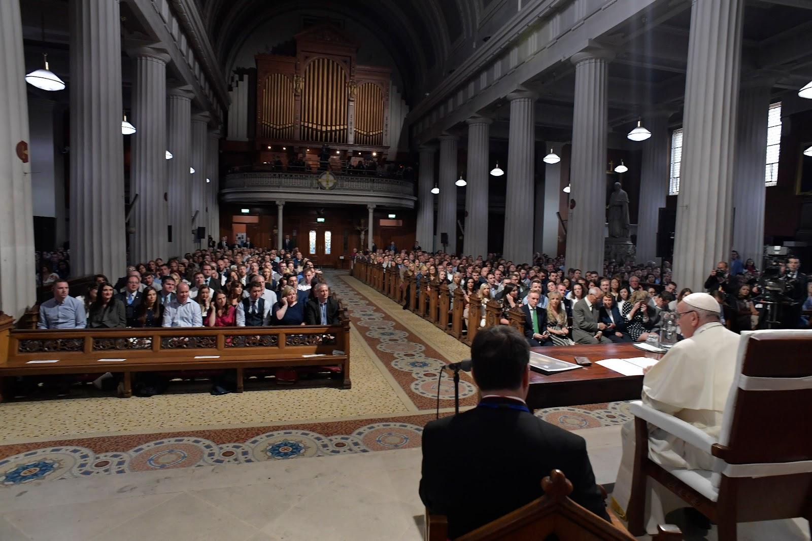 Huấn từ của Đức Thánh Cha với các đôi vợ chồng trong Nhà thờ chính tòa tạm thời Thánh Mary ở Dublin