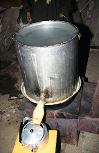 Photo: 03354 ナムジ家/アルヒ(蒸留酒)作り/馬以外の家畜の乳を発酵させ蒸留した酒