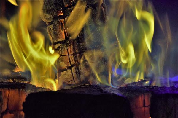 ... Lo maggior corno de la fiamma antica cominciò a crollarsi .... di pizzicastelle