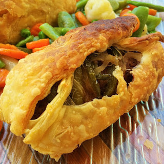 Puff Pastry Stuffed With Chorizo and Peppers [Vegan].