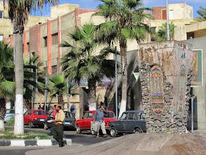 Photo: no se qué es este monumento, pero tenía coloridos jeroglíficos