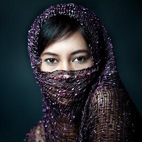 Secreto De Belleza by Mata Arif - People Portraits of Women