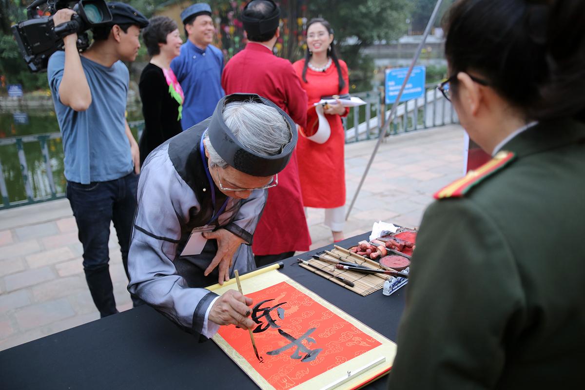 Hình ảnh ông Đồ già là biểu tượng đặc trưng cho Việt Nam