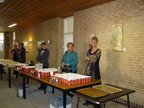 Photo: De dames van de koffie en gebak zijn er klaar voor.