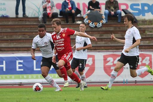 Eero Lehtinen laukoi ottelun loppulukemat oivalla suorituksella. Kuva: Urheilusuomi.com