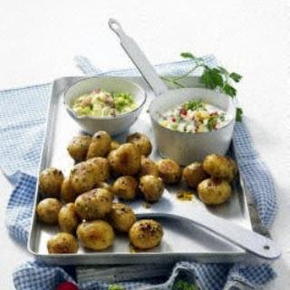 Ofenkartoffeln mit zwei Soßen