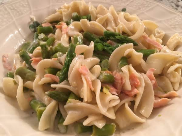 Pappardelle In Lemon Cream Sauce With Asparagus