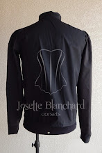Photo: Camisa Medieval em tricoline preto com ilhós frontal e mangas justas.   Site: http://www.josetteblanchard.com/  Facebook: https://www.facebook.com/JosetteBlanchardCorsets/  Email: josetteblanchardcorsets@gmail.com josetteblanchardcorsets@hotmail.com