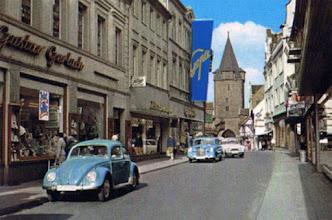 Photo: Neumärker Straße die Einkaufstraße mit blick auf der  Hausmannsturm