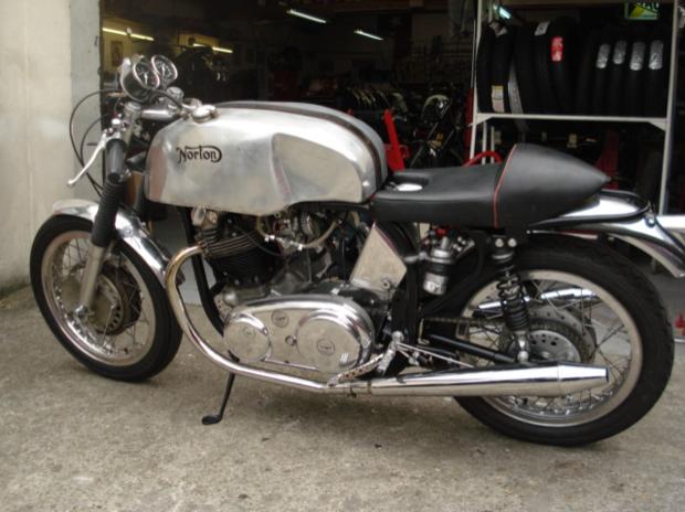 Rénovation terminée pour l'ex Norton 88 de JF Balde remontée par Machines et moteurs, le spécialiste de la moto anglaise classique