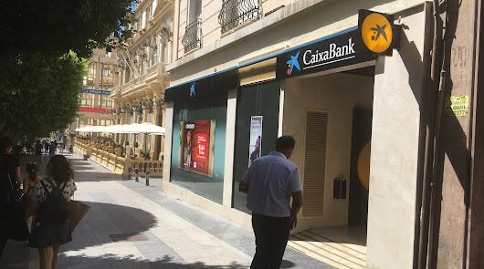 Más de un centenar de empleados de Caixabank serán despedidos en Almería