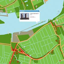 Photo: [2011 ©-Stichting Rotterdam Woont - uitvoering: Maps+Motion] - http://www.rotterdamwoont.nl - met dit en het volgende kaartje wordt het nog duidelijker: de twee woontorens Neptunus en Poseidon vallen op deze kaart samen met de Strekdam en op de volgende kaart is de situatie anno 2008 te zien - het tweede rondje naar rechts (groen) geeft aan waar het nieuw gebouwde (en ook alweer afgebroken) woningcomplex Tolhuispoort stond: op deze kaart uit 1850 toch aanzienlijk dichter bij het water dan op de (volgende) kaart uit 2008 - het eerste rondje naar rechts (ook groen) is overigens het Citex wooncomplex - het derde rondje naar rechts (blauw) is het Deliplein - de twee daaropvolgende blauwe rondjes naar rechts zijn de woontorens Montevideo en New Orleans - en het eerste rondje naar links (blauw) is de Hoge Maas op het Charloisse Hoofd.