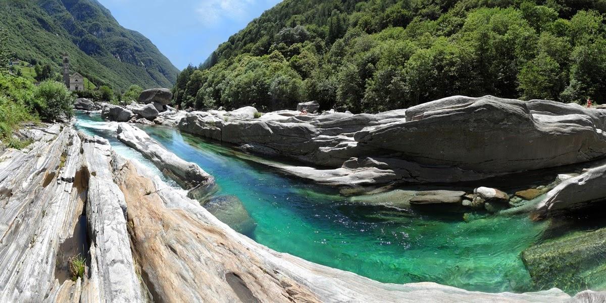 O cristalino Rio Verzasca entre a Suíça e a Itália