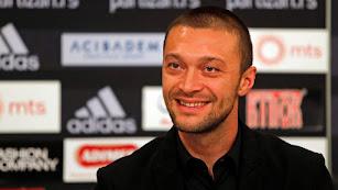 Ivica Iliev, director deportivo del Partizan, está muy pendiente del futuro de Umar Sadiq.
