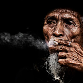 hisapan terakhir by Yungki Dblur - People Portraits of Men
