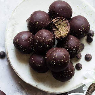 Vegan No Bake Date Energy Protein Balls with Matcha.