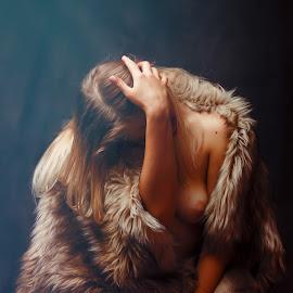 by Paul Padurariu - Nudes & Boudoir Artistic Nude ( studio, paul padurariu, hair )