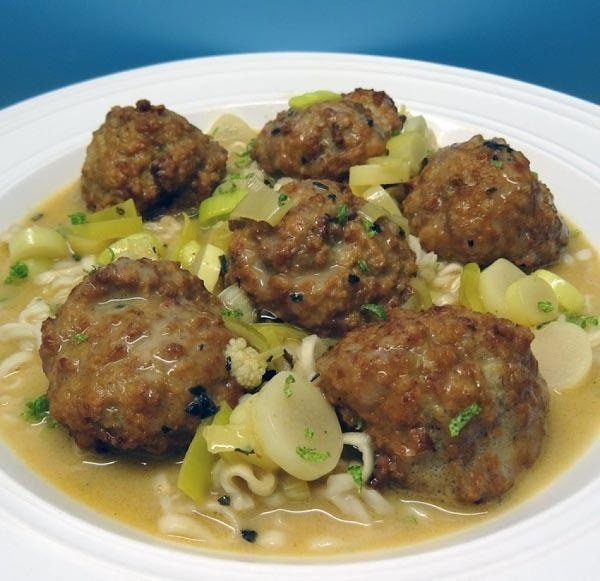 Lion's Head Meatballs In Spicy Coconut Sauce Recipe