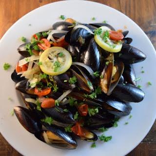 Mussels w/Tomatoes Lemon Garlic & White Wine.