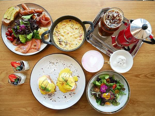 T.R Kitchen 法式早午餐-台中北屯區早午餐 近藍天白雲橋 拍完美味餐點接著拍人景