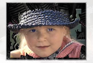 Photo: Kind mit Hut