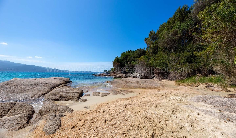 Seaside property with pool Pietrosella